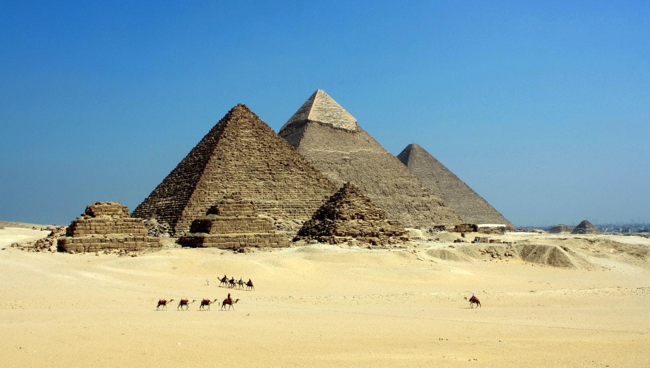 Hoe zijn de piramides in Egypte gebouwd?